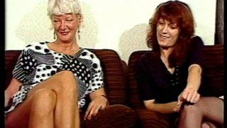 vieille lesbienne devergonde sa jeune belle fille