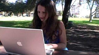 jeune fille cherche bon baiseur sur internet