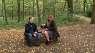 couple bizarre baisant dans les bois