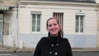 jeune etudiante à gros seins de banlieue parisienne