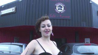 ramoner le cul de la serveuse du Globine's Rock Café de Saint-Eloi
