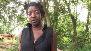 africaine prise par le cul à la campagne française
