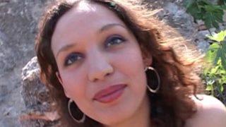 video d'une jeune amatrice arabe voulant reussir dans la vie