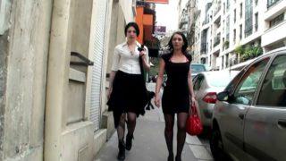 deux copines venues jouer à la cochonne
