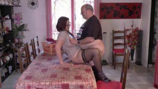 femme infidèle sodomisée dans son salon à Orléans