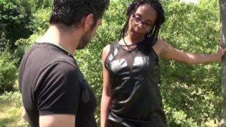 une etudiante noire paye ses etudes grace au sexe